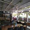 海辺のカフェでベトナム料理