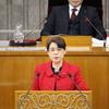 神山県議が代表質問。安倍政権の評価を質しても国民への丁寧な説明を行うべきと言うだけ。