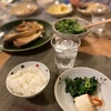ごはん、ブリの煮物(ネギと椎茸)、ほうれん草のごま和えと冷奴、マカロニサラダ