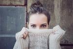 伸びてしまったニットやセーターの袖口や襟を元に戻す3つの簡単な方法とは?