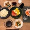 はんだ麺、鳥手羽元手羽中の梅干し煮とオクラ、とうもろこしとトマト