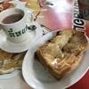 ユニークなテーブルで頂く炭火焼トーストが美味しい『ティーヨック・カフェ(กาแฟตี๋หยก)』@MRTワットマンコン