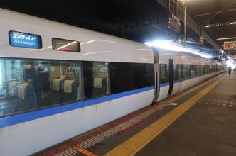 特急サンダーバード9号乗車記(大阪8:40→金沢11:14)建設中の北陸新幹線と並行。