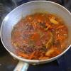 幸運な病のレシピ( 1717 )夜 :レタス炒め(八宝菜風)、牛・舞茸・ピーマンオイスターソース味、汁、昼はパスタ(辛くないチリコン)