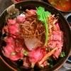 しめじソテーと素揚げ牛蒡の蕪おろしローストビーフ丼
