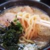 柏崎市「めんや衛登(えいと)」の衛登ラーメンは魚介風味で背脂もたっぷり( ^∀^)