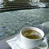 水沿いのカフェ③滝のあるテラス席