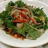 香港地元飯、ダイパイトン:ガチョウの腸の美味しいおつまみ、豚リブ甘みソースかけとイカの口ばしの唐揚げ。近所に欲しい一軒(建栄熟食市場、屯門)