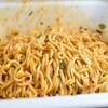 まるちゃん「汁なし担々麺」は、辛いけど辛すぎないヒリヒリ坦々。