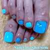 オラフがかわいい♡アナ雪みたいなライトブルー&シルバーのウィンターフットネイル☆