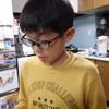 九龍は小学校から帰宅すると、テスト勉強をしていました。