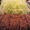 名物のメンチカツは、肉の旨味がぎっしりつまっている  寿々屋