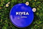 コスパ最高で優秀な「ニベア青缶」。万能のNIVEAの便利な8つの使い方
