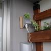 エアコン用の壁穴を利用してベランダにコンセントを設置