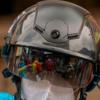 年間100,000,000個のヘルメットが売れるインドで、規格外ヘルメットを売りさばくギャングがはびこっている