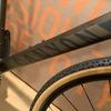 マットカラーのロードバイクにガラス系コーティング塗装するなら「WAKO's バリアスコート」で!