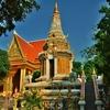「ワット ボタム(蓮の花の寺院)Botumvatey Pagoda」~プノンペンの中心にあるがガイドブックに紹介されていない寺院!!