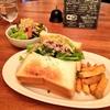 tokyokenkyoでタルイベーカリーの食パンを使ったボーリューミーなサンドイッチランチ!週替りのメニュー旬の長ネギチーズ。付け合せのポテトもおいしかったです!