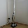 思わず掃除してしまう! パナソニック「コードレス ステック掃除機」。 立てておくだけで、掃除機は、片づけナシ!