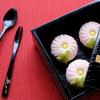 和菓子「菊」(和風に撮影)