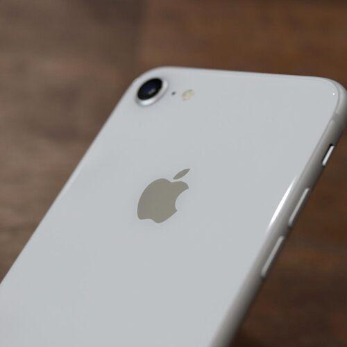 iPhone 8 実機レビュー!美しいガラスデザインにワイヤレス充電が便利すぎる!