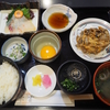 松山空港で食事するなら南予地方タイプの鯛飯を食べられる「東雲」で。道後生ビールも美味しい。