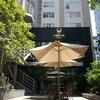 小綺麗なランチ向き喫茶店 ベトナムの定食屋、小汚くて安い「コムビンザン」のようなメニューも食べられる