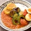 夏野菜が多めにとれるスパイスカレー作り。プリップリゆで卵のスパイス炒め「アンダ・ブテコ」もトッピングに