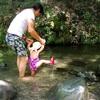 日曜日の川遊び
