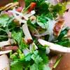 スモーク豆腐とチキンのパクチーサラダ