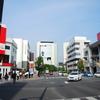 高崎駅前通り散歩 今朝も22℃・あら町諏訪神社・キンシバイ・どんよりした空