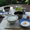 朝日を浴びて、炊きたてつや姫の朝食をいただく