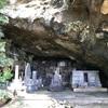 荒行の中 日蓮聖人に思いを馳せた 日範上人の妙法経窟(三浦市)