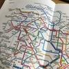 路線図を見つめるハヨネコ