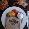 楽しい気分になる!・美味しい食事と音楽/ 『ハードロック・カフェ・ホノルル』