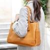 女性のバッグはブランドよりまず中身!