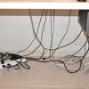 デスク周りのケーブルが酷すぎるのでケーブルトレイを使って整理してみた