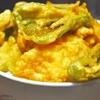 豊洲の「米花」でピーマンとかき揚げ丼、鶏煮込み(モツ入り)。