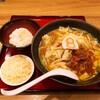 「野菜牛もつ煮らーめん+チーズ+〆のご飯」8番らーめん泉ヶ丘店