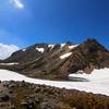 【白山】天下の名峰中の名峰へ、残雪と青空のコントラストが織りなす花々の宝庫、石川県最高峰への山旅