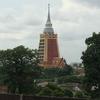 5番 遠くから目を引くビルのような仏塔のあるお寺