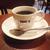 コーヒーカップの取っ手やスプーンはどっちに向けて置くのが正しい?