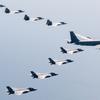 (海外の反応) 韓国には来られない米国ラプター、ステルス機と初の連合飛行 [映像]