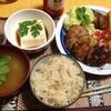 【今日の食卓】豚ハンバーグ+ガーリックライス+パクチー乗せ味噌汁と冷奴+インドネシアのサンバル