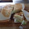 幸運な病のレシピ( 1013 )昼:16枚切り焼きサンドイッチ(鶏むねカツ)