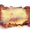 チキンステーキにチーズを乗せた商品にめぐりあった 内容量88g 炭水化物5.2g チーズオンチキンステーキ 数量限定 ファミマ