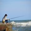 魚のいるところで釣りをする