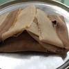 見た目は雑巾、味はゲロと言われる有名なエチオピアの主食を食す。
