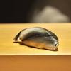 新富町の「鮨はしもと」でおまかせコース21(新子、唐津の赤うに、ときしらず筋子の味噌漬け、うにと海苔ととうもろこしの茶碗蒸し他)。
