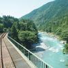 樽見鉄道で根尾川の清流を眺めながら列車に揺られて